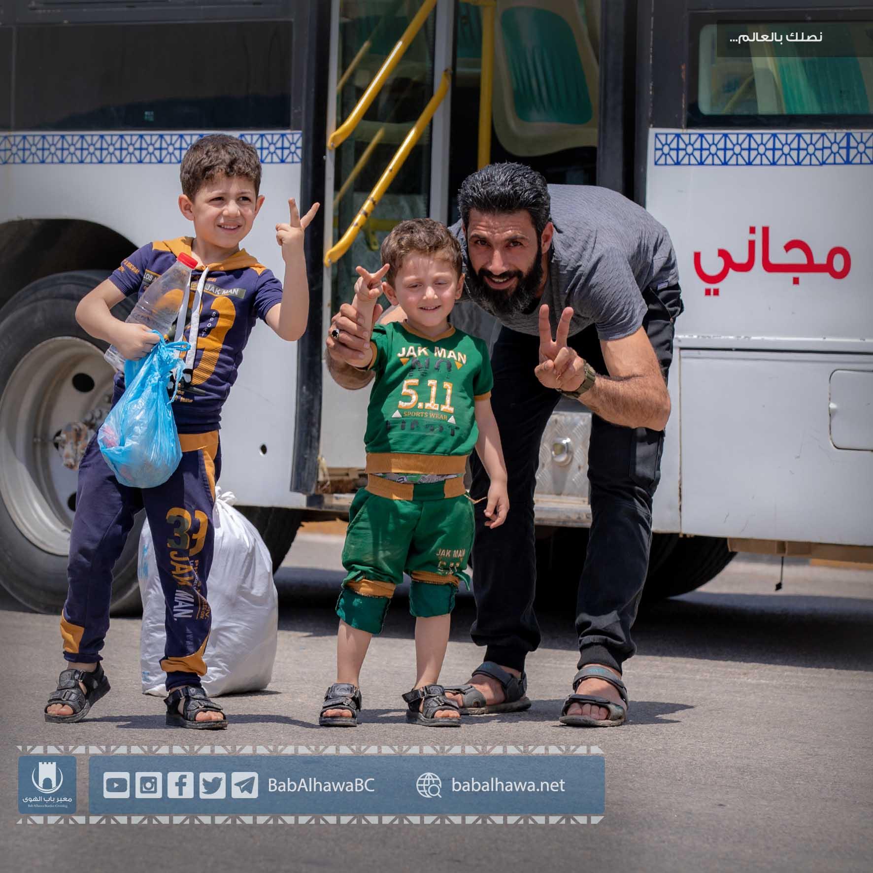 مسافرين في معبر باب الهوى - سوريا